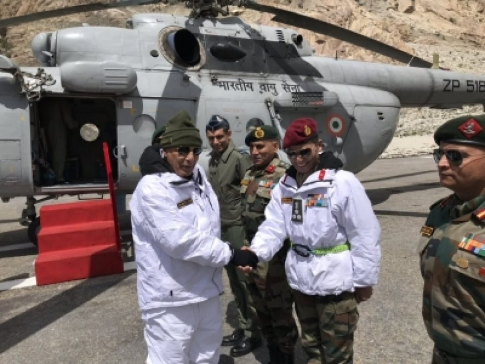 रक्षा मंत्री राजनाथ सिंह ने सियाचिन का दौरा किया जवानों की बहादुरी की प्रशंसा की