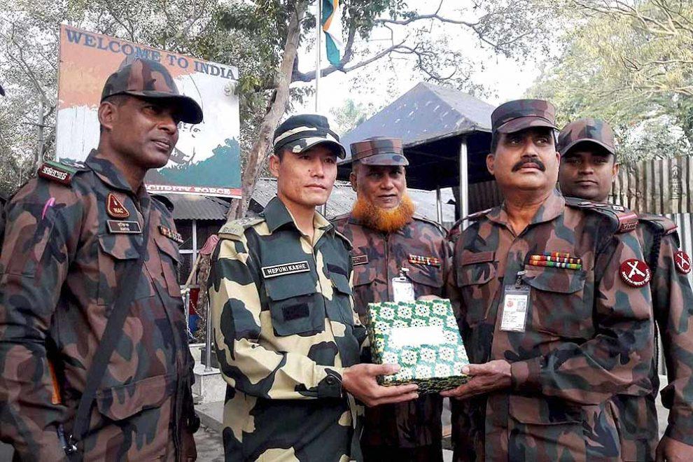 भारतीय, बंगलादेशी सीमा रक्षकों ने एक-दूसरे को ईद की बधाइयां दीं