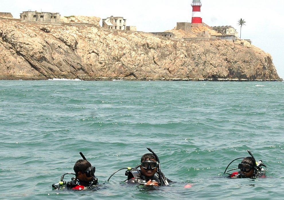 भारतीय तटरक्षकों ने कोवलम तट पर समुद्र से 500 किग्रा कचरा निकाला