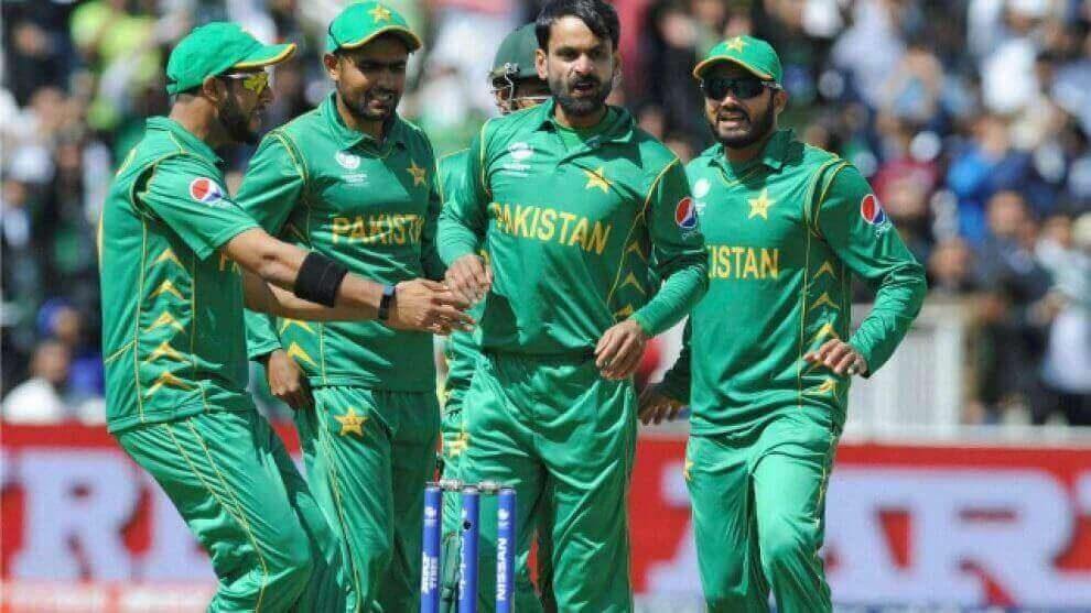 भारत से मैच पर इमरान खान ने पाक टीम को दिया शांति का संदेश
