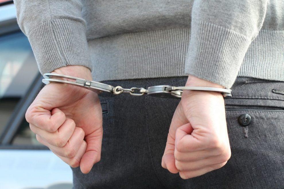 वाहन सवार से छीनताई के आरोप में तीन गिरफ्तार