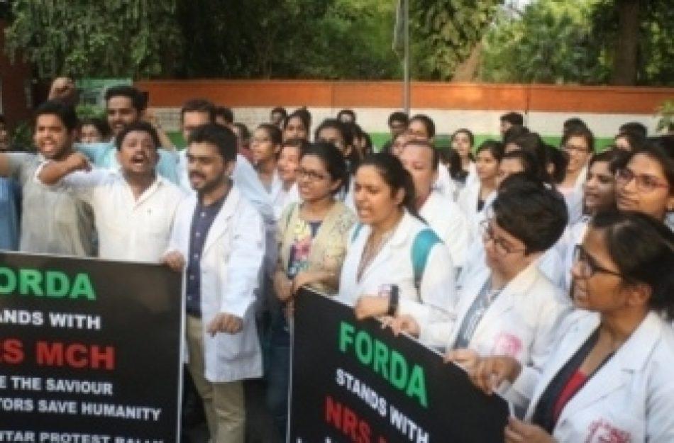 कोलकाता के चिकित्सकों के साथ देशभर के चिकित्सकों ने दिखाई एकजुटता