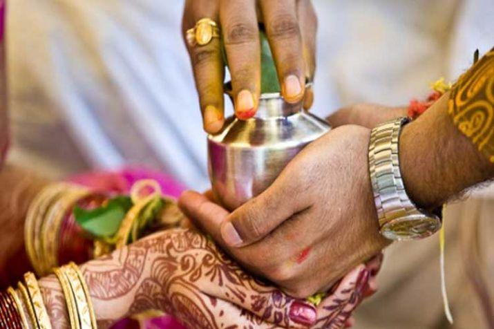 मध्य प्रदेश में शादी कराने वाले पंडित के साथ भाग गई दुल्हन